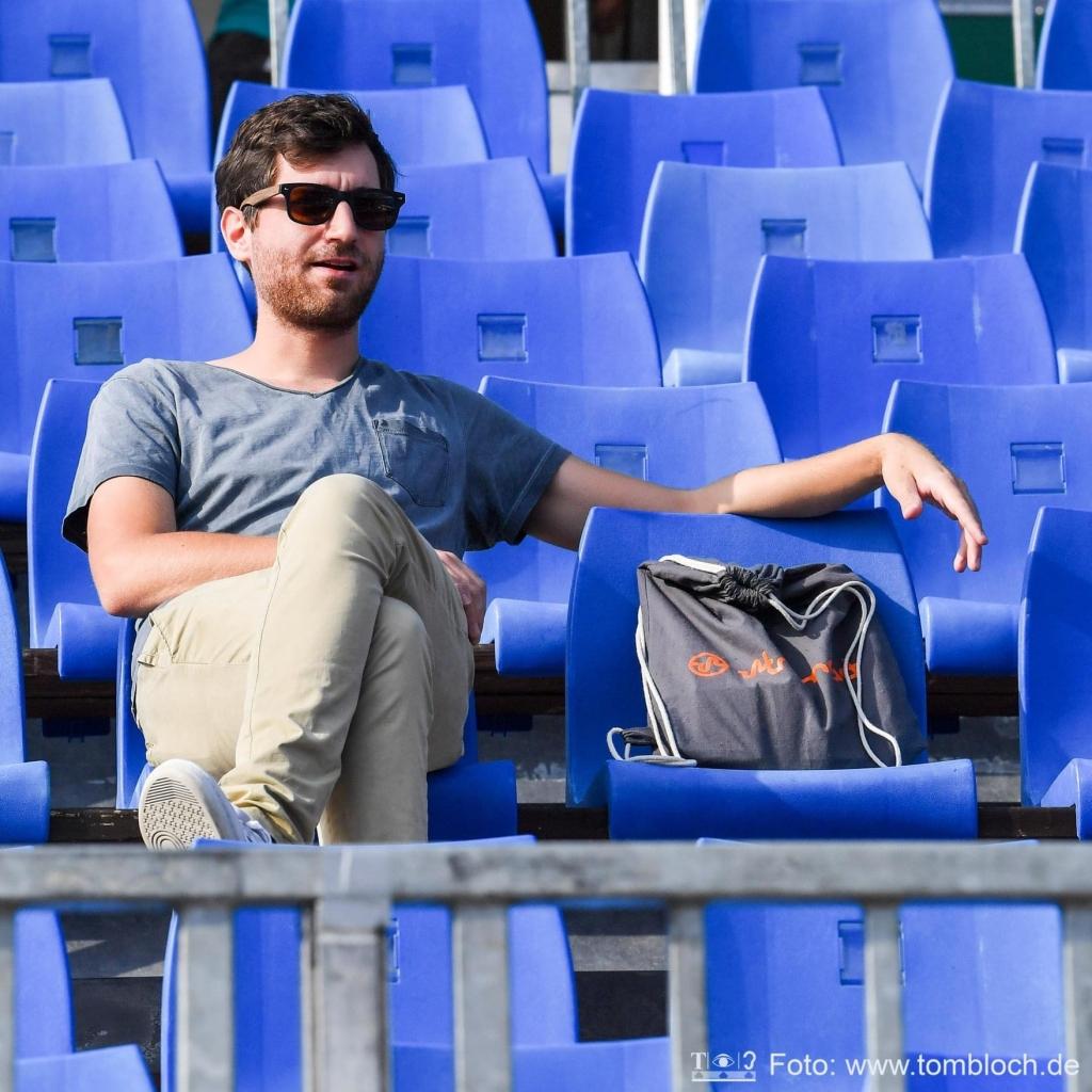 Constantin Adam ist Athletenmanager. Er hat sich besonders auf Randsportarten spezialisiert.